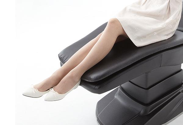 ロングシートで足もとまで快適
